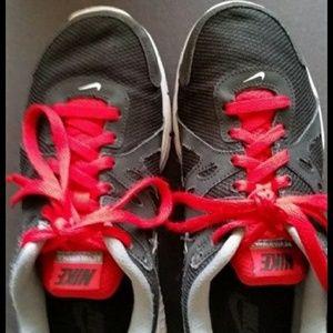 Nike  men's  Athletic  Running shoes  size 9 black